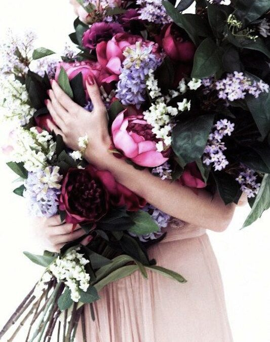 Gloriously B.I.G. – The Oversized Bouquet Trend