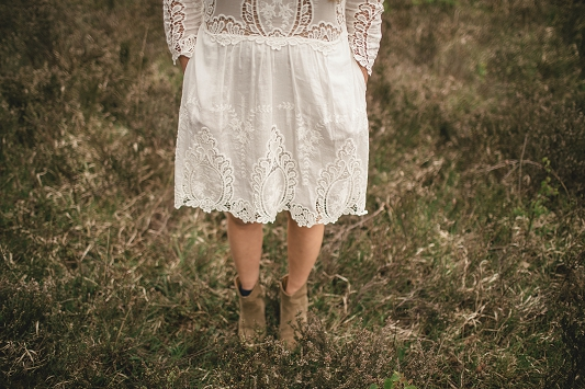 Festival Brides - Kat Hill Photography Rustic Outdoor Engagement Shoot_014