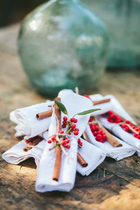 alternative-wedding-napkin-ideas-berries