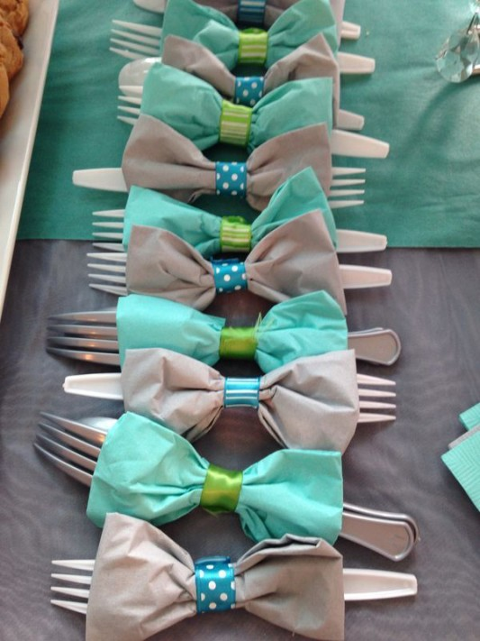 alternative-wedding-napkin-ideas-bow-tie-ribbon