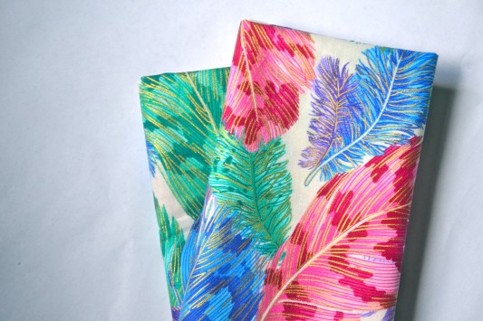 alternative-wedding-napkin-ideas-colourful-feather-napkins