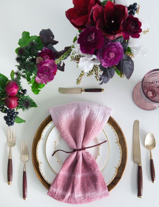 alternative-wedding-napkin-ideas-dip-dyed