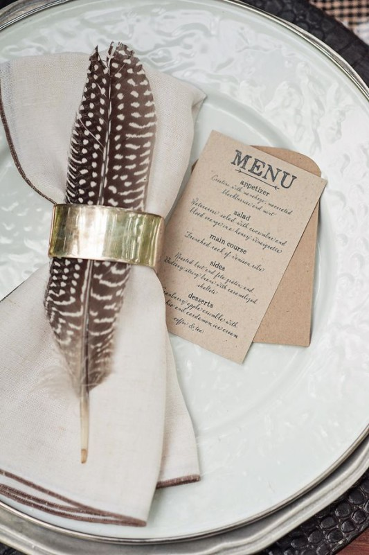 alternative-wedding-napkin-ideas-feathers