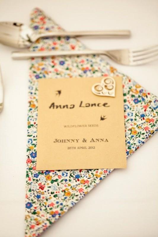alternative-wedding-napkin-ideas-floral-pattern-rustic