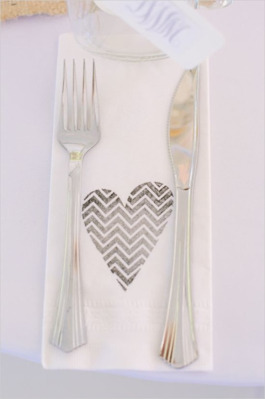 alternative-wedding-napkin-ideas-heart-pattern