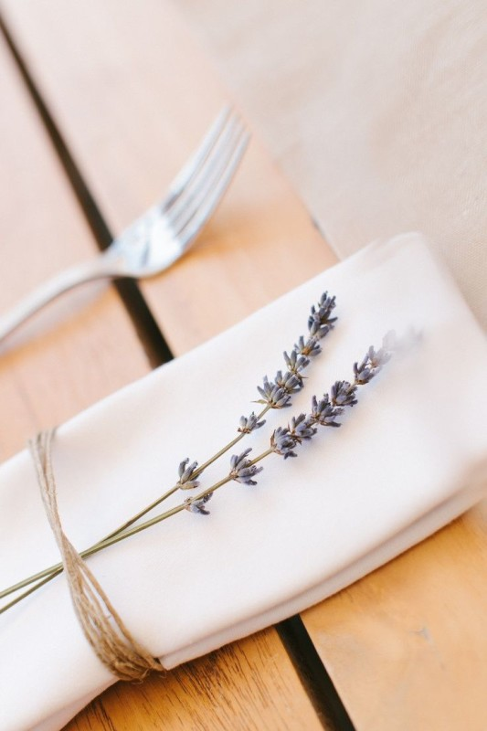alternative-wedding-napkin-ideas-lavendar