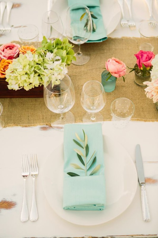alternative-wedding-napkin-ideas-light-blue-colour