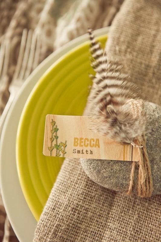 alternative-wedding-napkin-ideas-natural-feather