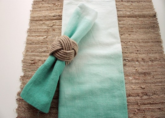 alternative-wedding-napkin-ideas-ombre-colour-blue