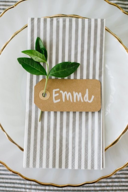 alternative-wedding-napkin-ideas-stripe-pattern