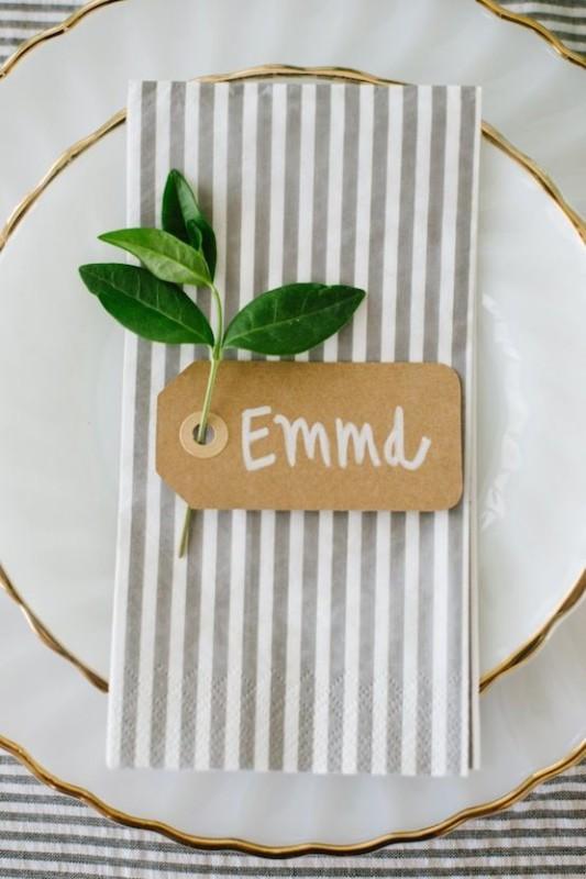 alternative-wedding-napkin-ideas-stripe-pattern