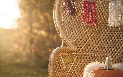 DIY Tutorial: a No-Knit Autumnal Wool Wedding Garland
