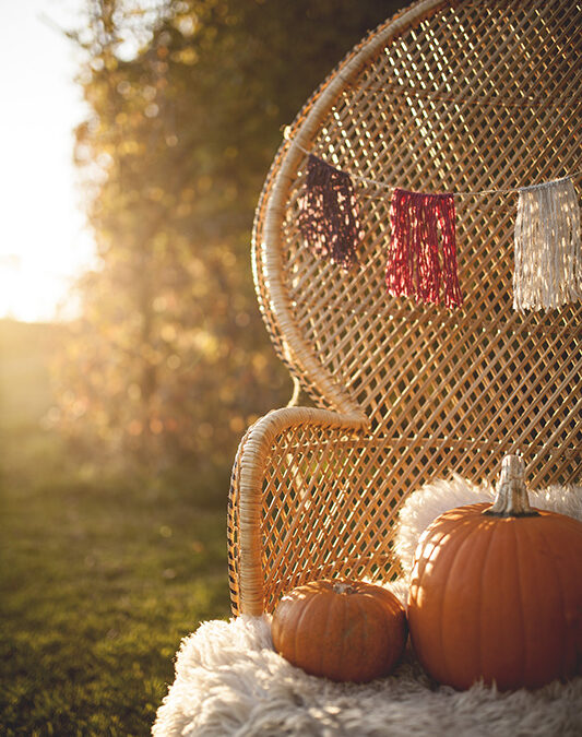 DIY Tutorial: a No-Knit Autumnal Wool Wedding Garland