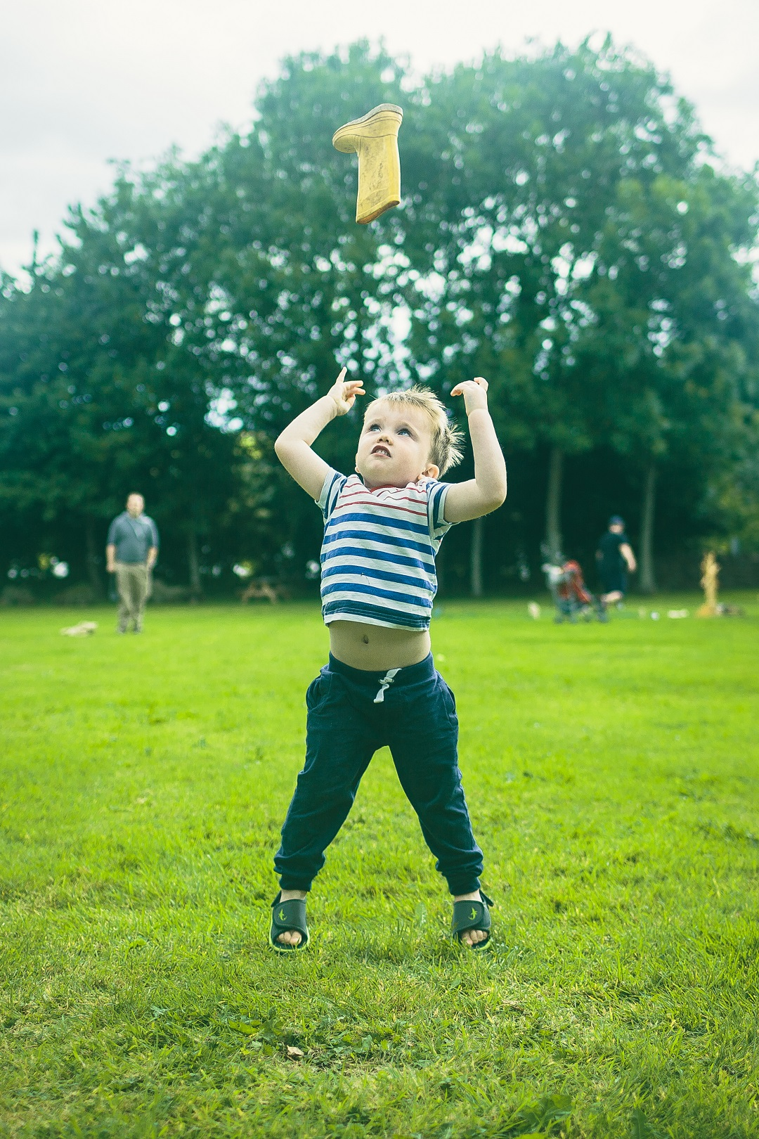 067-Highland Games - welly tossing
