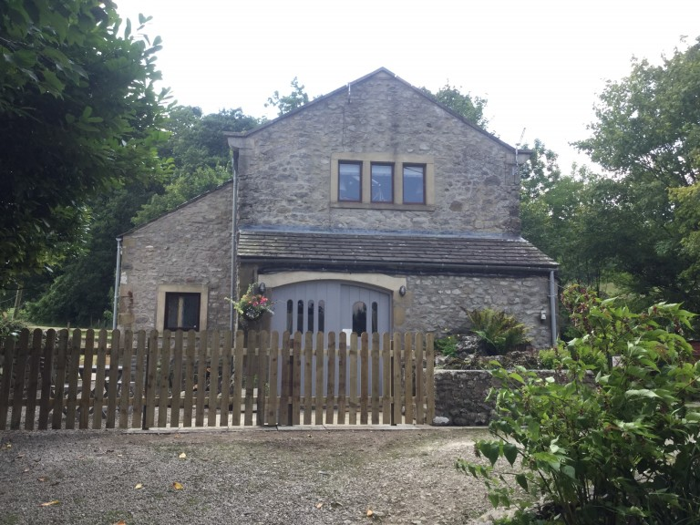 outdoor-festival-wedding-venue-with-barn-accommodation-yorkshire-dales