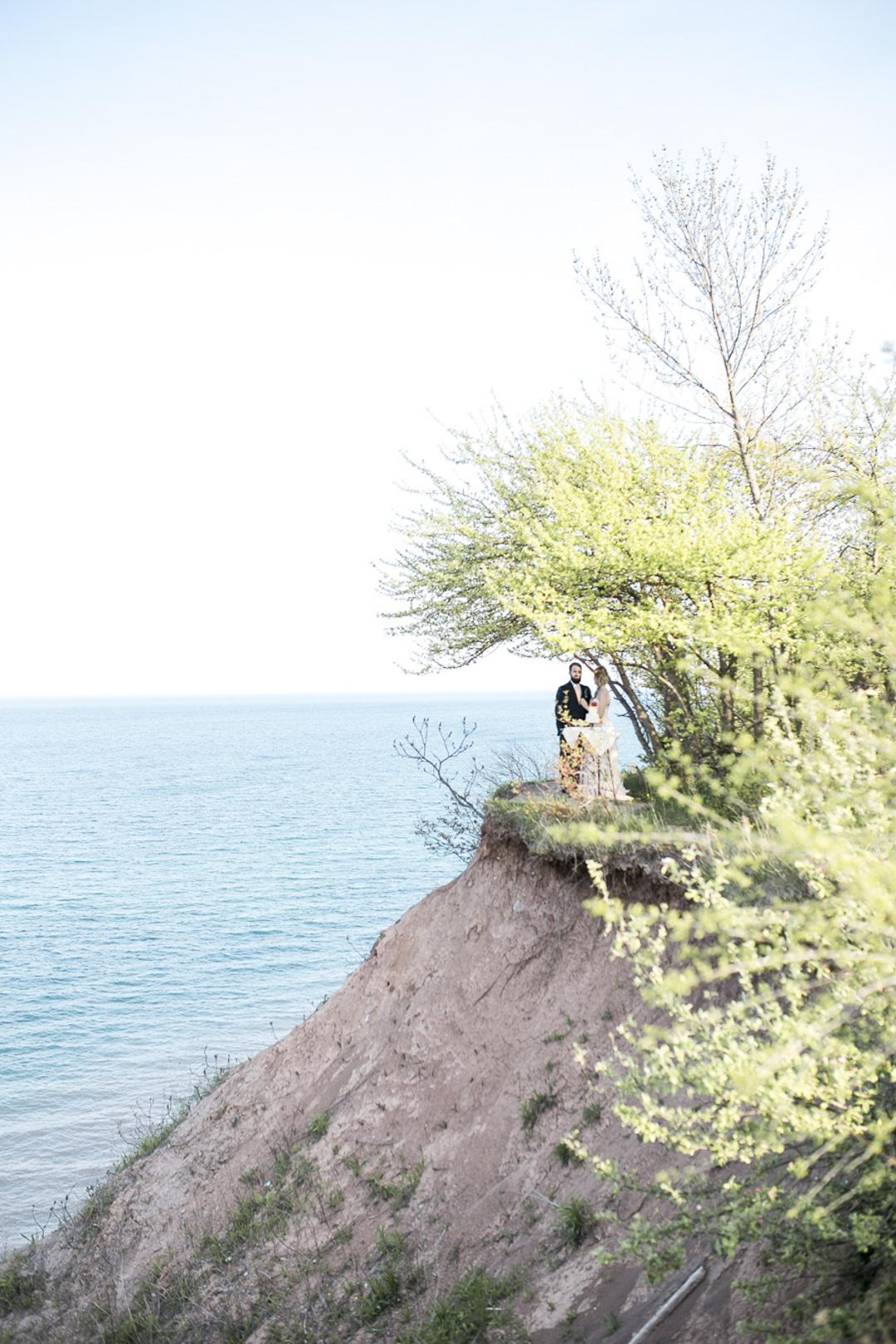 111-milwaukee-wedding-photography-twin-lens-weddings
