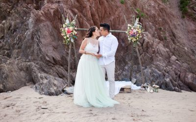 A Bohemian Engagement Shoot and Picnic on The Beach
