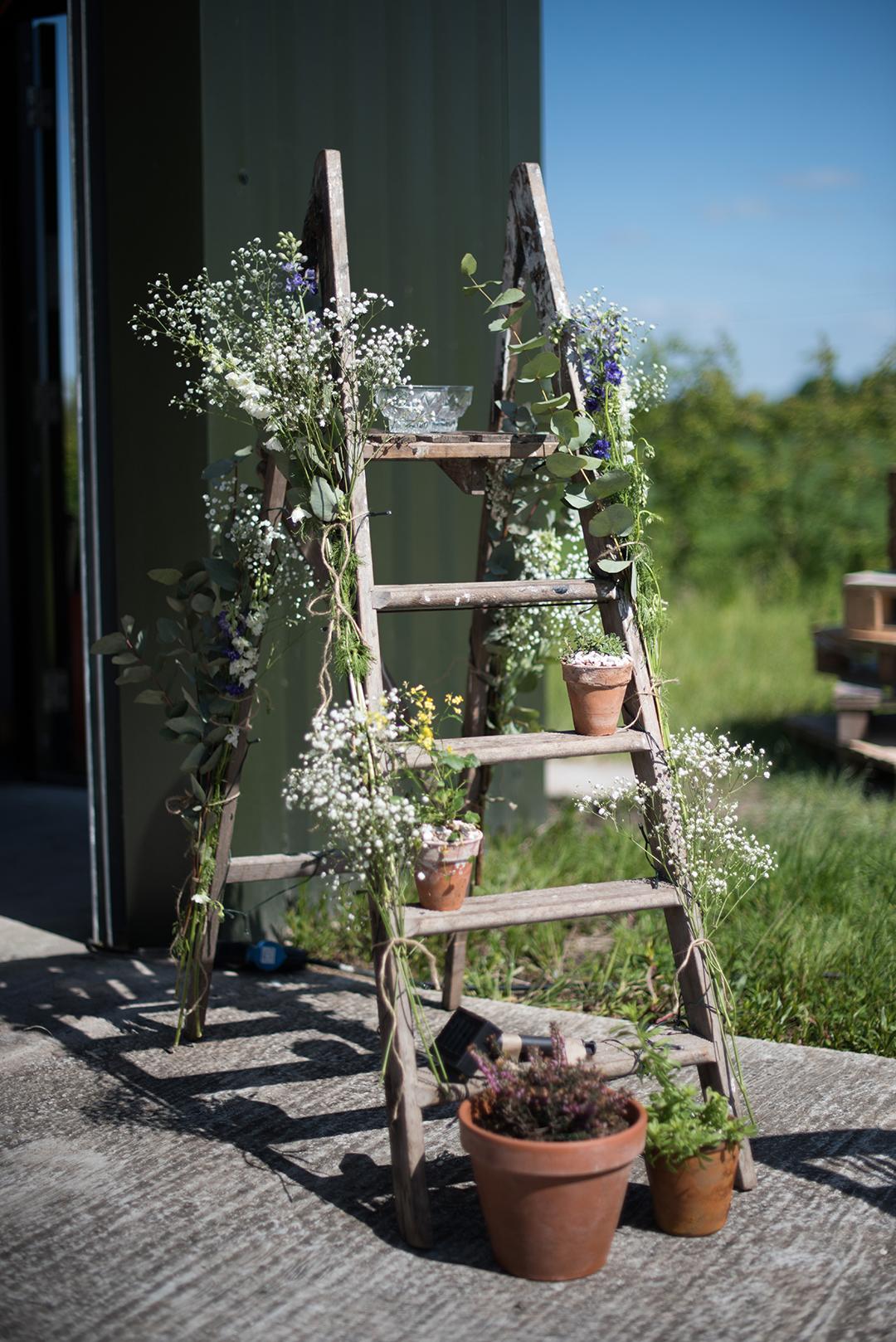 wedding flower ideas for a festival wedding