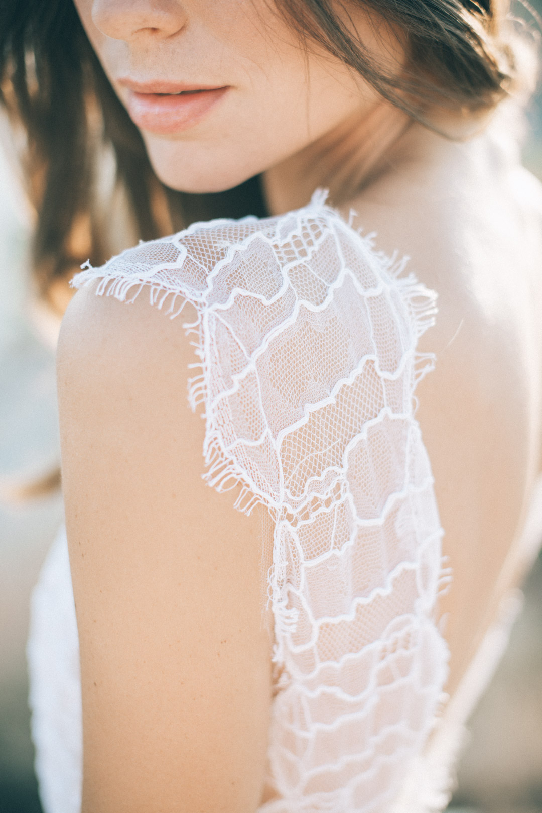 lace-wedding-dress-bohemian-wedding-shoot-in-greece