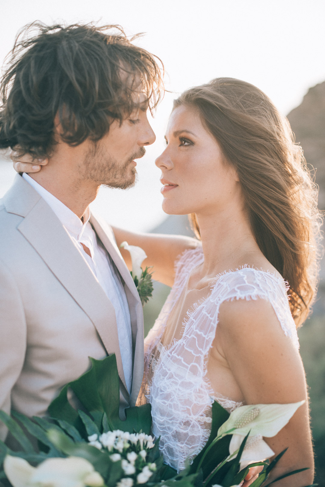 Bohemian-Cliffside-Elopement-in-Greece-with-a-tropical-touch