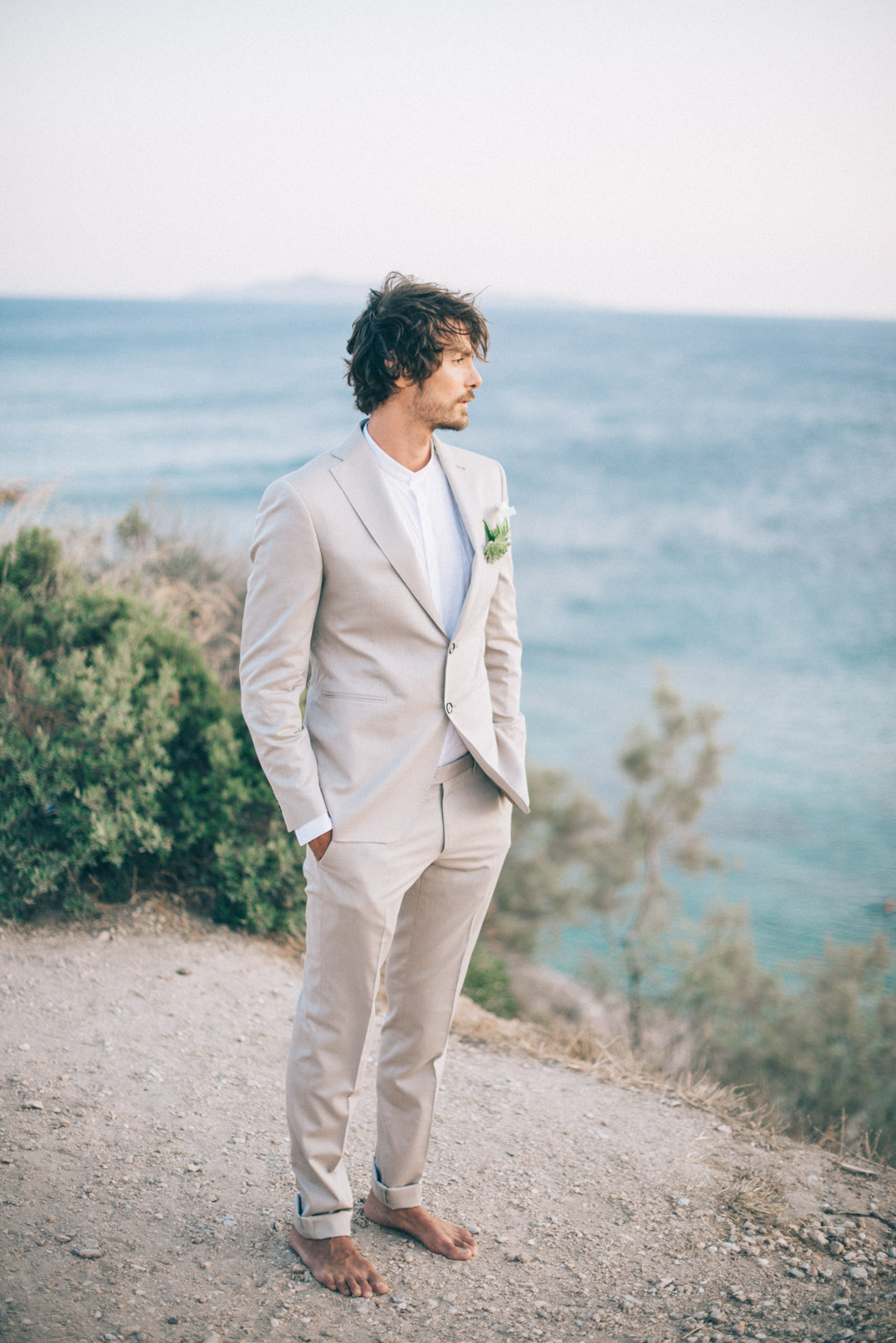 relaxed-groom-pale-cream-suit-for-a-bohemian-wedding