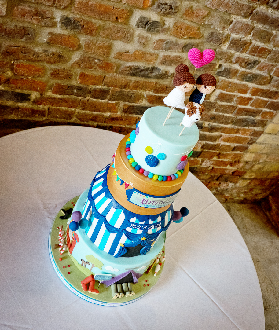 wedding-cake-elfestival-ellen-and-alex-real-festival-style-wedding