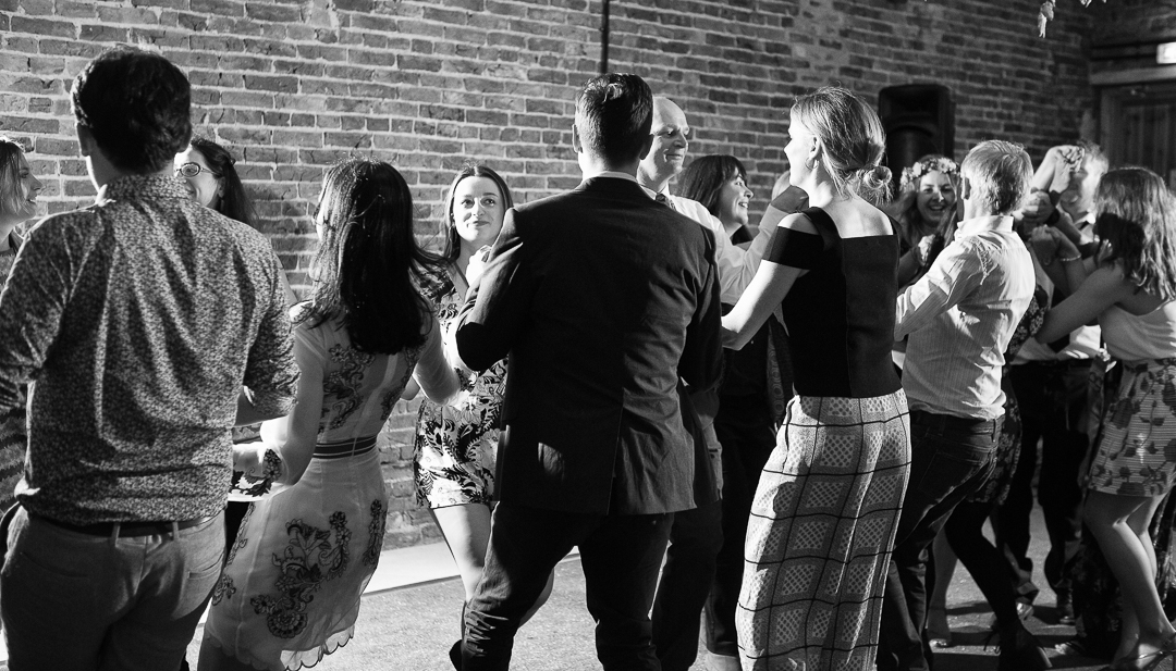 barn-dance-elfestival-ellen-and-alex-real-festival-style-wedding