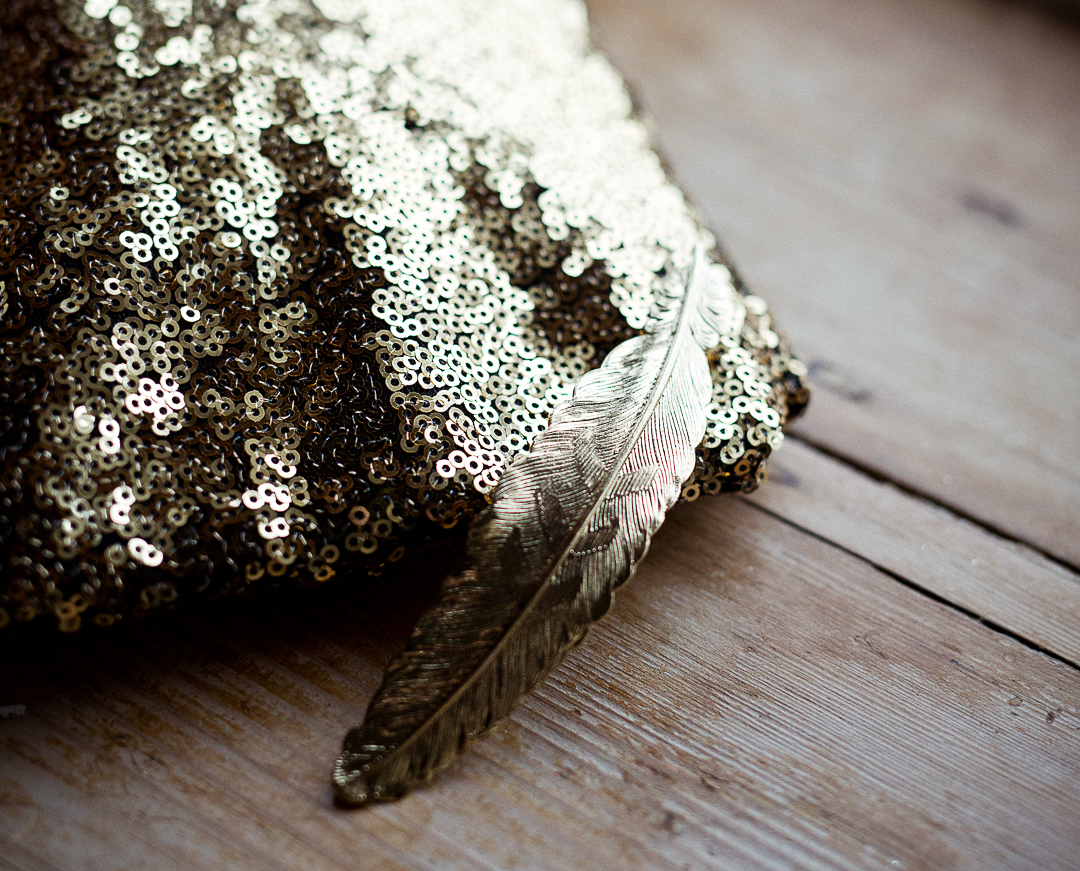 gold-bridal-accessories-elfestival-ellen-and-alex-real-festival-style-wedding