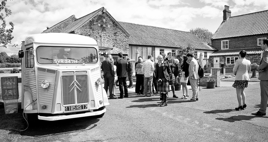 vintage-drink-champagne-bus-elfestival-ellen-and-alex-real-festival-style-wedding