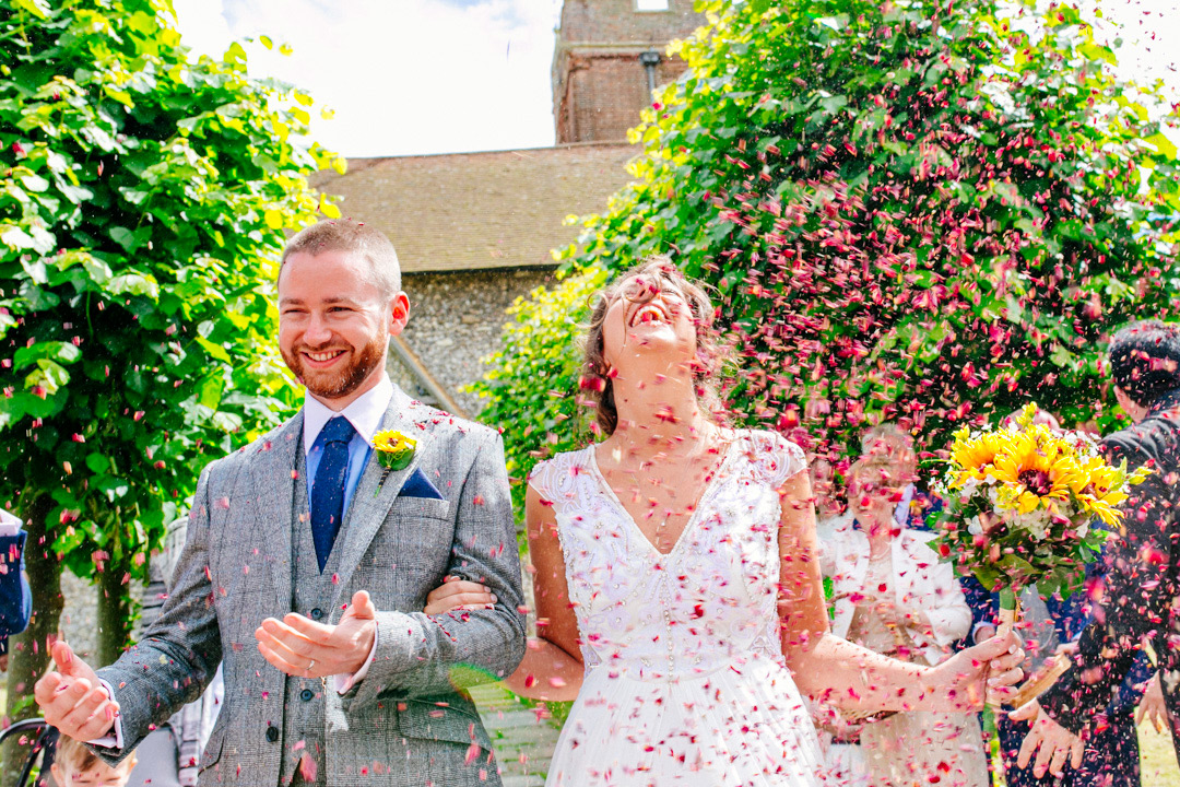 festival-bride-and-groom-confetti-photo-glastonbury-festival-wedding-els-photography