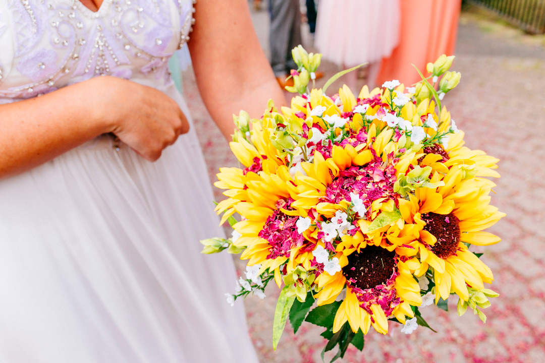 sunflower-bouquet-glastonbury-festival-wedding-els-photography