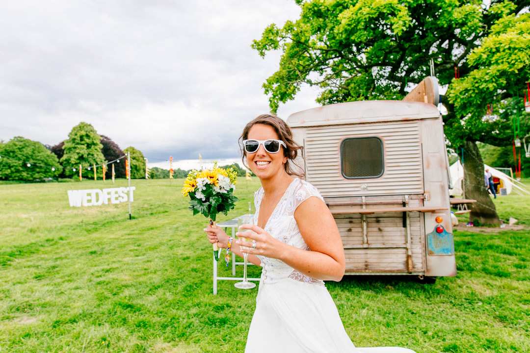 fesitval-bride-glastonbury-themed-festival-wedding-els-photography