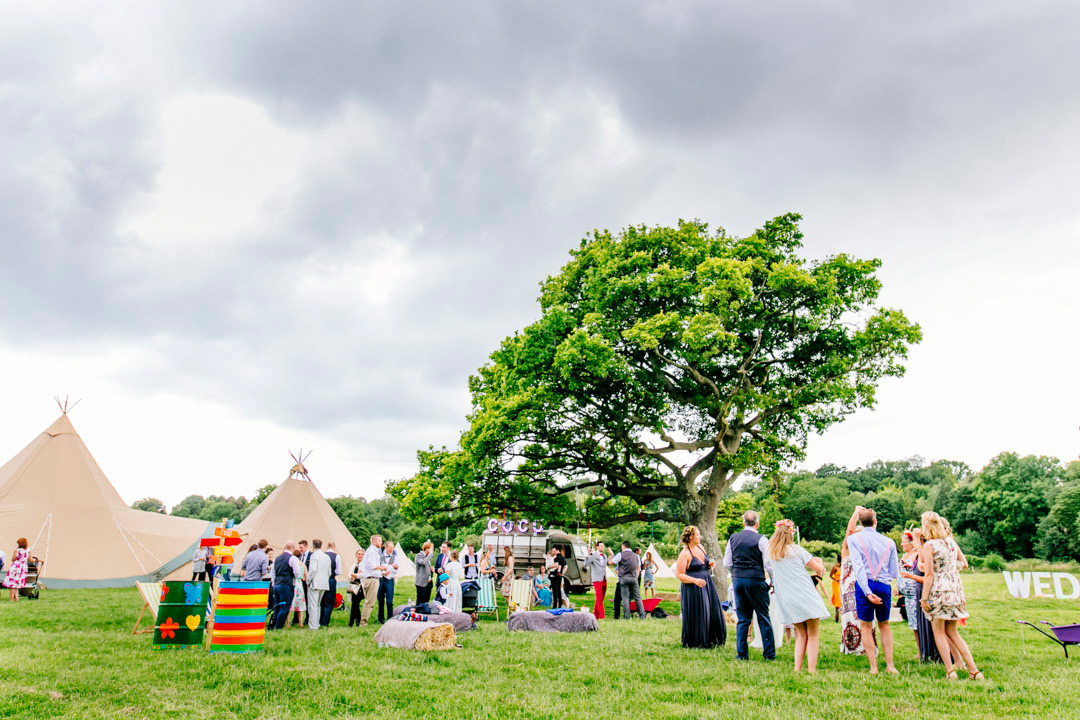 glastonbury-themed-festival-wedding-els-photography