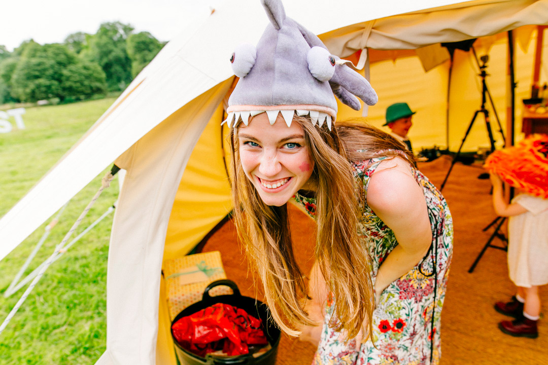 fancy-dress-glastonbury-themed-festival-wedding-els-photography