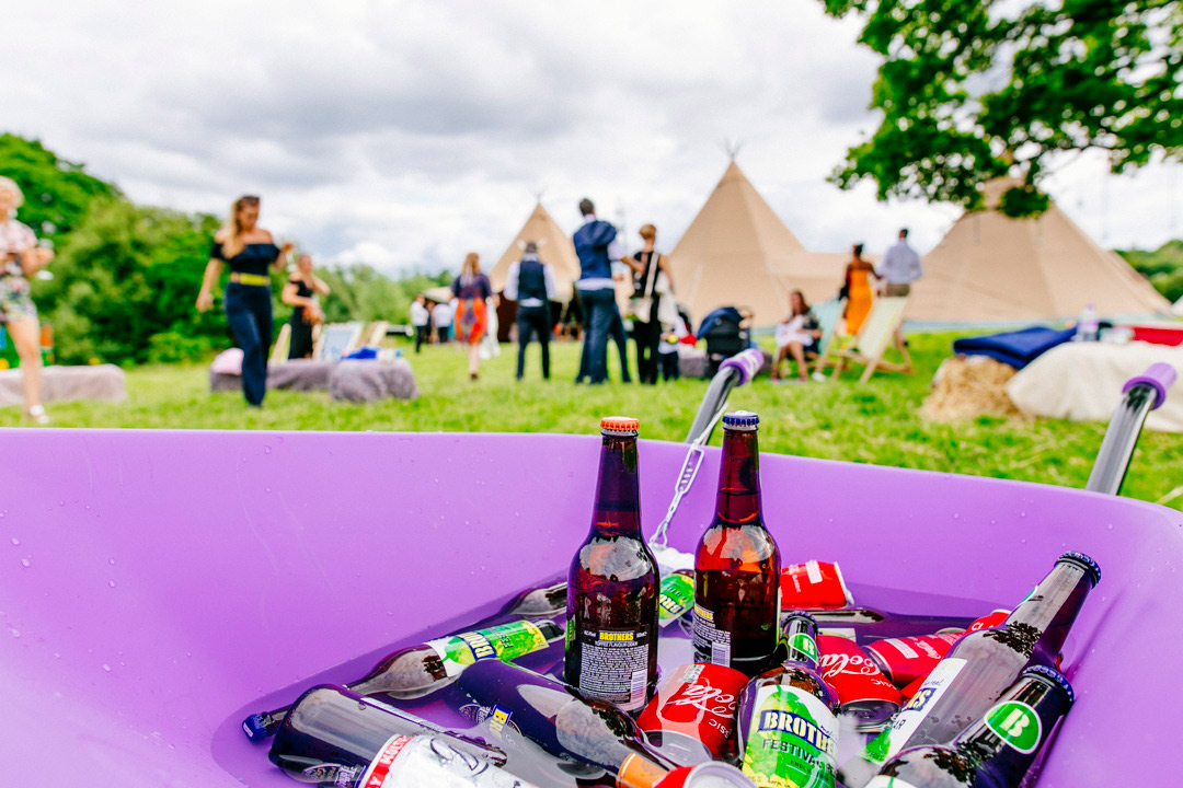 wedding-drink-ideas-glastonbury-themed-festival-wedding-els-photography