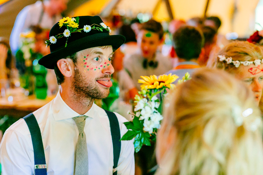 face-painting-wedding-guests-glastonbury-themed-festival-wedding-els-photography