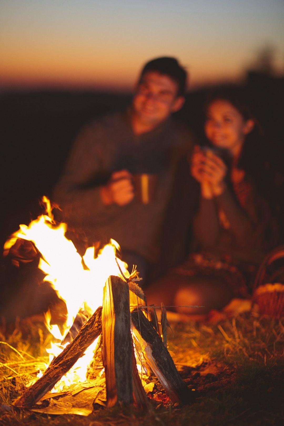 winter-wedding-proposal-ideas-bonfire-on-the-beach