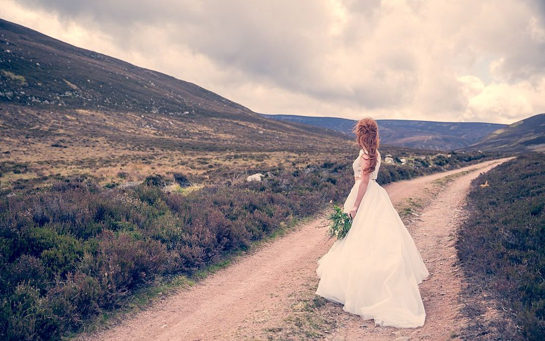 Tweed and Tulle | A Celtic-inspired Runaway Shoot